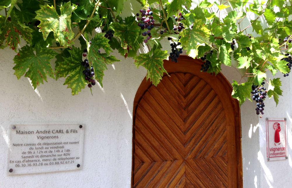 porte du caveau de la maison Adnré